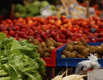 Употребление фруктов и овощей является хорошим способом получить необходимое количество магния. Фото: Phil Walter/Getty Images
