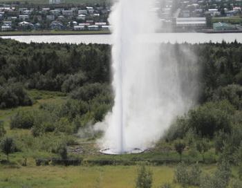 Многочисленные минеральные источники в Рейкьявике используются как система центрального отопления для обогрева города. Фото: Georgi Varbanov