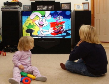 Просмотр телевизионных программ вредит развитию ребенка. Фото с сайта galyonkin.com