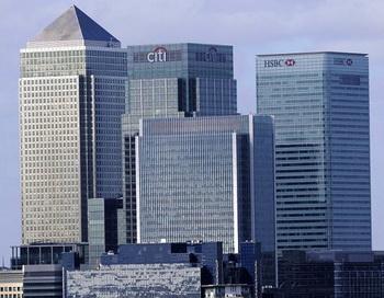 Кэнери-Уорф является основным финансовым центром Лондона, где многие банки создали свои отделения. Фото: Facundo Arrizabalaga/AFP/Getty Images