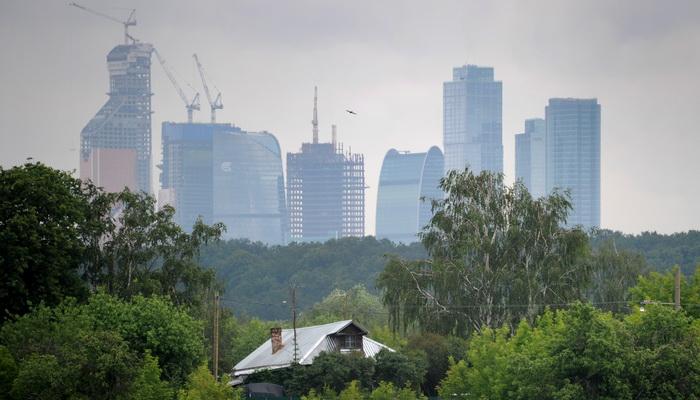 Правительство Москвы запретило строить небоскрёбы выше 75 метров. Фото: ALEXANDER NEMENOV/AFP/GettyImages