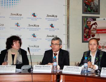 Участники пресс-конференции «16 дней против гендерного насилия». Фото: Ульяна Ким/Великая Эпоха (The Epoch Times)