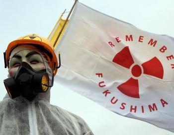 Уровень радиации на одном из аварийных реакторов АЭС «Фукусима-1» оказался значительно выше, чем предполагали. Он в 10 раз превышает смертельную дозу, как сообщает Токийская энергетическая компания. Фото: Matt Cardy/Getty Images News