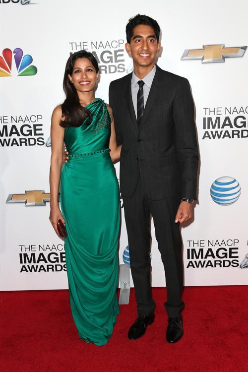 Актеры Фрида Пинто (Л) и Дев Патель (П) на вручении NAACP Image Awards 1 февраля 2013 года, Калифорния, США. Фото: Frederick M. Brown/Getty Images for NAACP Image Awards
