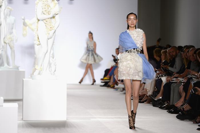 Коллекция платьев Giambattista Valli представлена на Неделе высокой моды в Париже 1 июля 2013 года. Фото: Pascal Le Segretain/Getty Images