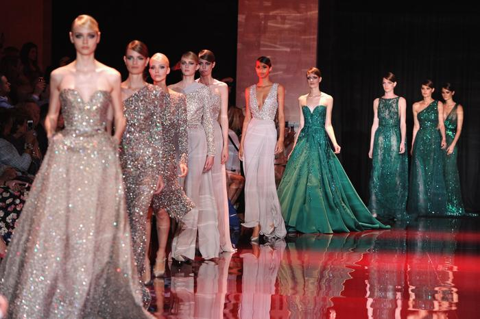 Длинные платья на показе мод
