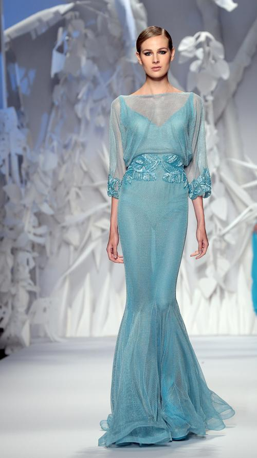 Элегантные летние платья от кутюр Abed Mahfouz представлены на Неделе моды AltaRoma AltaModa осень-зима 2013/2014 в Риме 9 июля 2013 года. Фото: Villa Elisabetta/Getty Images