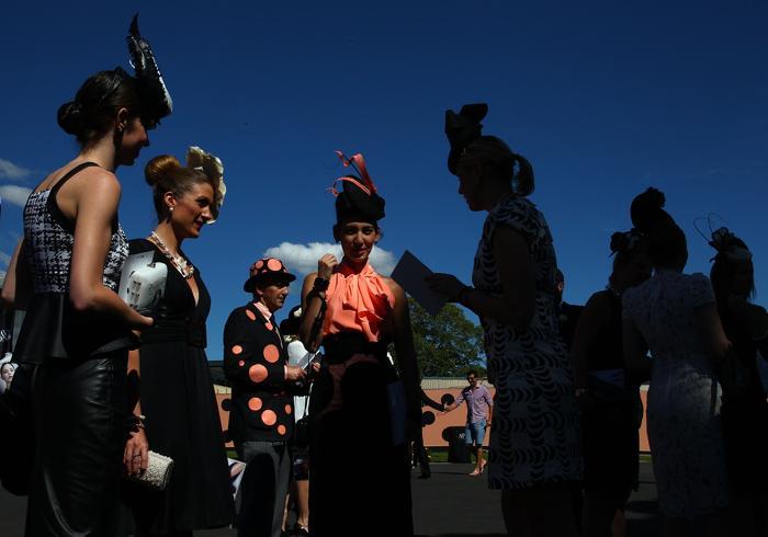 Показ шляпок прошёл на скачках в Сиднее. Фото: Marianna Massey / Getty Images