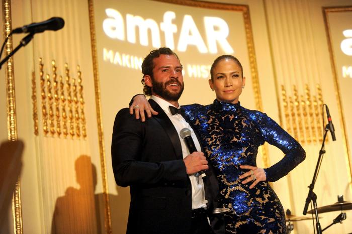 Дженнифер Лопес получила гуманитарную премию amfAR. Фото: Jamie McCarthy/Getty Images