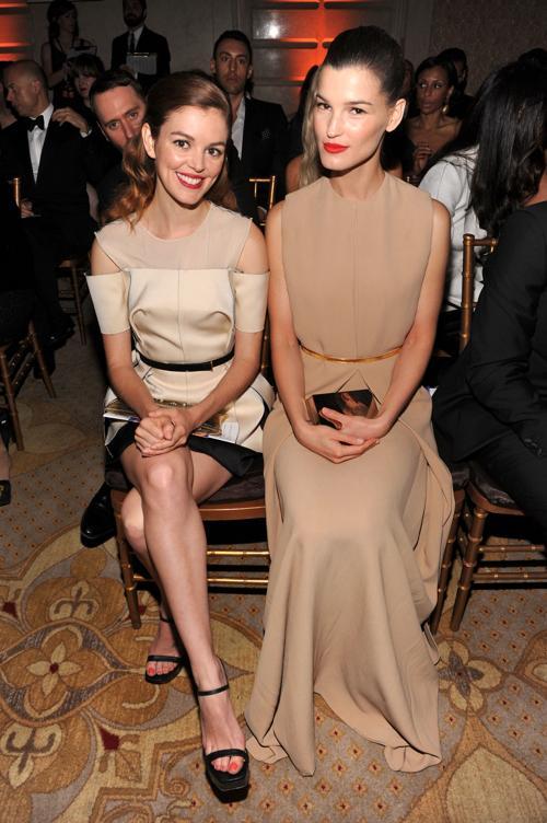 Актриса Нора Зеетнер (л) и фотограф Лиз на модном вечере amfAR. Фото: Jamie McCarthy/Getty Images
