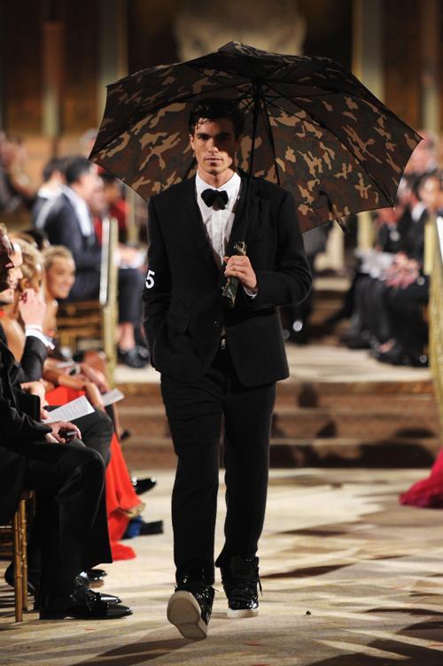Показ мужской коллекции на модном вечере amfAR. Фото: Michael Loccisano/Getty Images