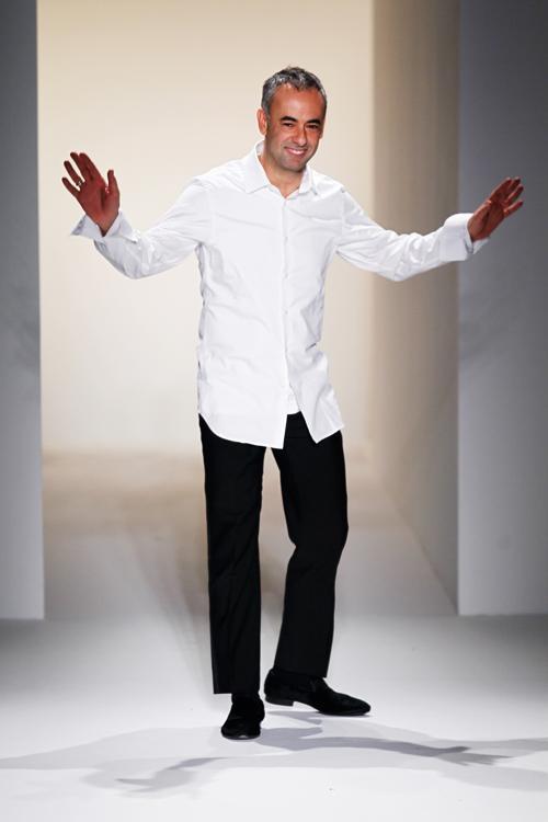 Дизайнер коллекции Франсиско Коста. Фото: Peter Michael Dills/Getty Images for Mercedes-Benz Fashion Week