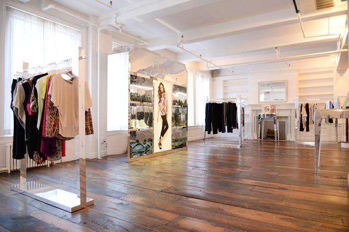 Дженнифер Лопес представила авторскую коллекцию одежды для Kohls. Фото: Dimitrios Kambouris/Getty Images for Kohls