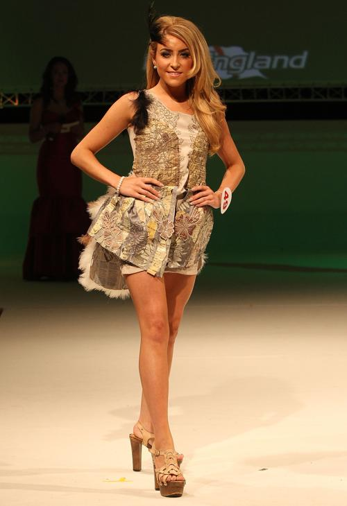 Финалистки конкурса «Мисс Англии» выступают перед зрителями. Фото: Danny E. Martindale/Getty Images