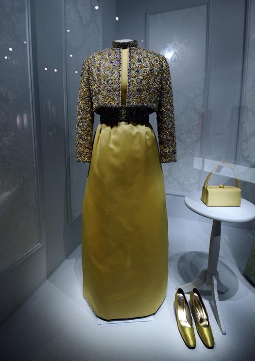 Платье бывшей первой леди Патриции Райан Никсона 1969 года на выставке в Национальном музее Смитсоновского института американской истории, Вашингтон, 18 ноября 2011. Фото: JEWEL SAMAD/AFP/Getty Images