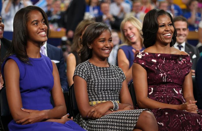 Малия Обама, Саша Обама и первая леди Мишель Обама на выступлении президента США Бараак Обама 6 сентября 2012 года в Шарлотте, Северная Каролина. Фото: Chip Somodevilla/Getty Images
