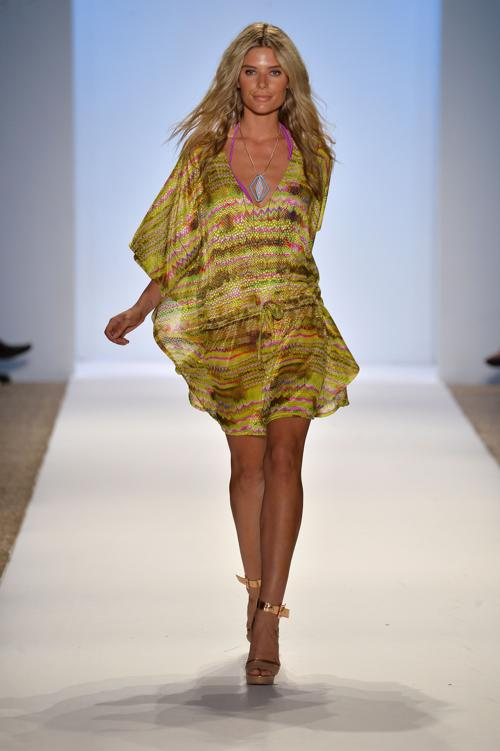 Плотные платья модные