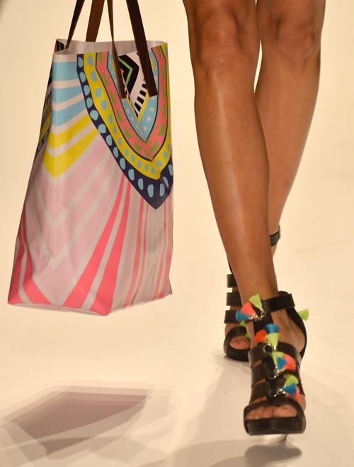 Модные аксессуары лета 2013 и 2014 года представили дизайнеры на неделе пляжной моды от Mercedes-Benz в Майями (США) с 18 по 22 июля. Фото: Frazer Harrison/Getty Images for Caffe Swimwear
