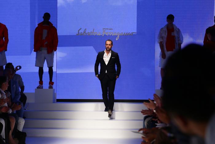 Креативный директор бренда Salvatore Ferragamo дизайнер Массимилиано Джорнетти на показе коллекции в Милане. Фото: Vittorio Zunino Celotto/Getty Images
