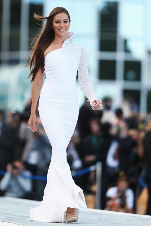 Джессика Мичибата, подруга британского гонщика Формулы 1  Дженсона Баттона за Vodafone McLaren Mercedes, участвует в модном показе Amber Lounge в Монте-Карло. Фото: Mark Thompson/Getty Images