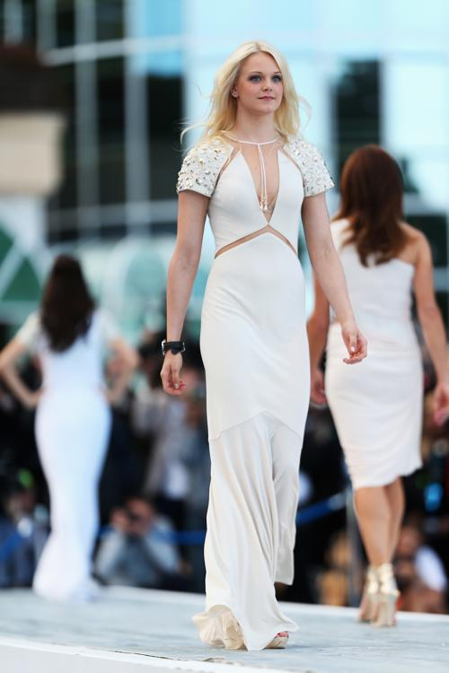 Эмилия Пиккарайнен, подруга Вальттери Боттаса, финского пилота «Уильямса»,  участвует в модном показе Amber Lounge в Монте-Карло. Фото: Mark Thompson/Getty Images
