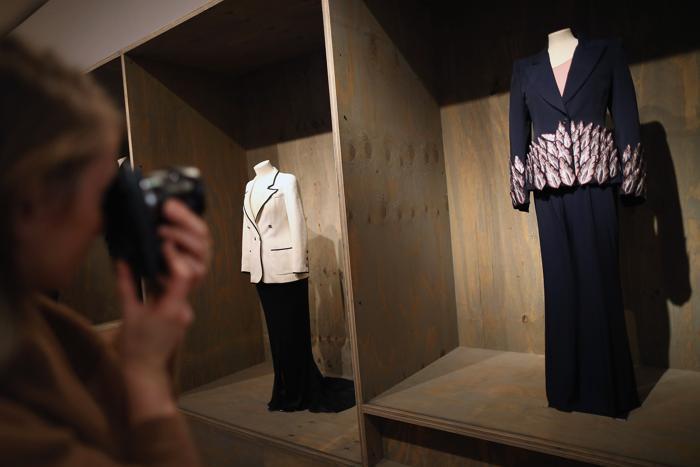 Брючный костюм Alexander McQueen в Музее дизайна, Лондон, 29 января 2013 года. Фото: Dan Kitwood / Getty Images