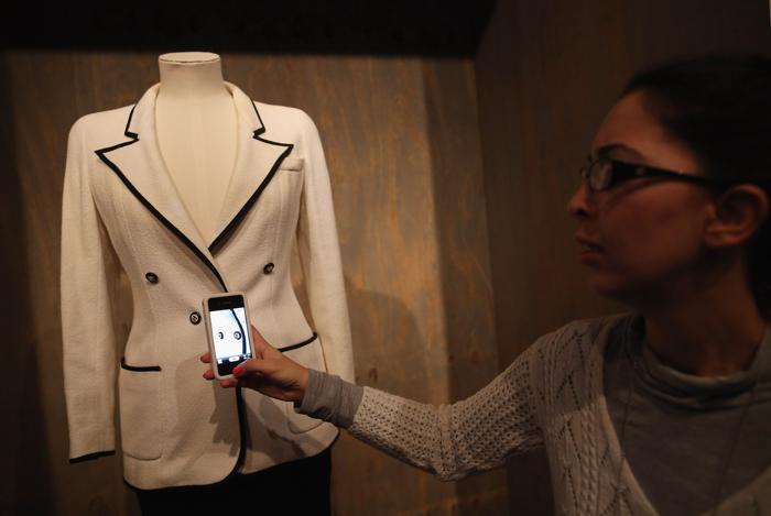 Платье Chanel в Музее дизайна, Лондон, 29 января 2013 года. Фото: Dan Kitwood / Getty Images