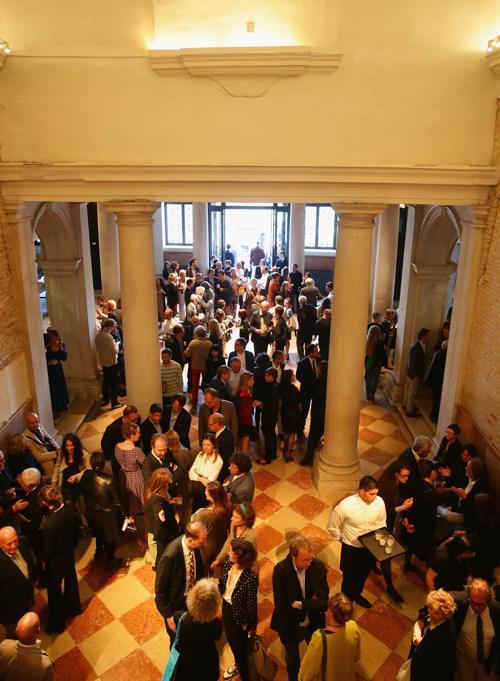 Выставка «Когда отношения становятся формой» . Фото: Vittorio Zunino Celotto/Getty Images for Prada