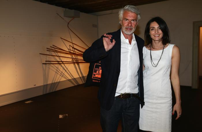 Крис Деркон и Соня Юнкерс на выставке. Фото: Vittorio Zunino Celotto/Getty Images for Prada