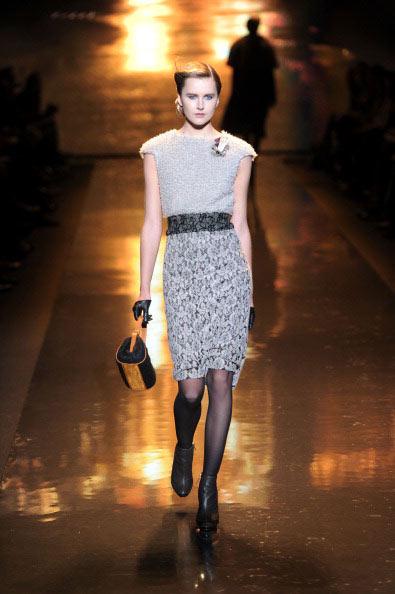 Коллекция Badgley Mischka на Неделе моды Mercedes Benz Fashion Week 2011, 15 февраля 2011,    Линкольн-центр, Нью-Йорк.  Фото: Jemal Countess/Getty Images