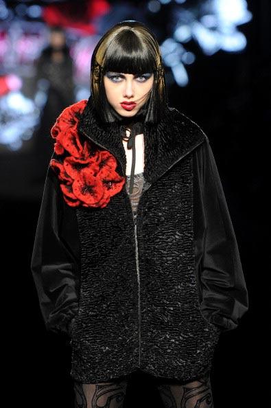 Коллекция Betsey Johnson на Неделе моды Mercedes Benz Fashion Week 2011, 14 февраля 2011,    Линкольн-центр, Нью-Йорк. Фото:  Frazer Harrison/Getty Images