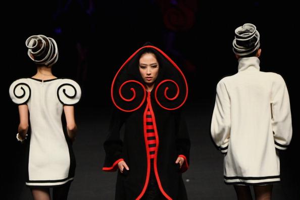 Презентация коллекции во время BIFT-Raffles на Неделе моды -2011 в Пекине. Фото Feng Li/Getty Images