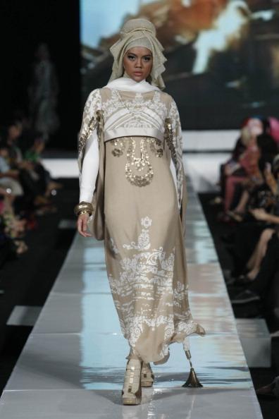 Неделя моды 2010 в Джакарте.  Коллекции индонезийских дизайнеров. Фото: Ulet Ifansasti/Getty Images for Jakarta Fashion Week