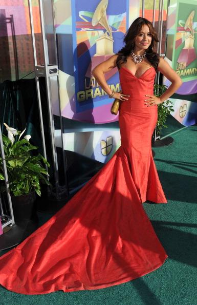 Наряды звезд на церемонии награждения Latin Grammy Awards. Фото: ROBYN BECK/AFP/Getty Images