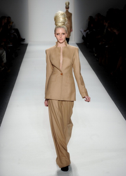 Коллекция  Jason Wu Весна 2011 на Неделе моды Mercedes Benz Fashion Week 2011, 11 февраля 2011,    Нью-Йорк. Фото:  Peter Michael Dills/Getty Images