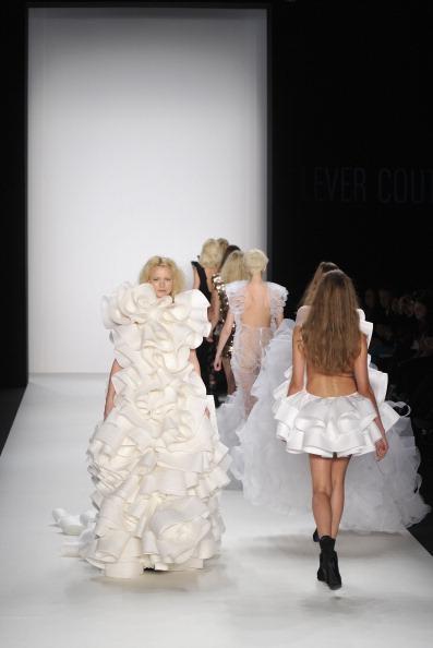 Lever Couture Show: Неделя моды Mercedes-Benz, 19 января 2011, Берлин, Германия. Фоторепортаж.   Фото: Gareth Cattermole/Getty Images