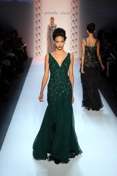 Коллекция  Pamella Roland  на Неделе моды Mercedes Benz Fashion Week 2011, 14 февраля 2011,    Линкольн-центр, Нью-Йорк.  Фото:  Frazer Harrison/Getty Images