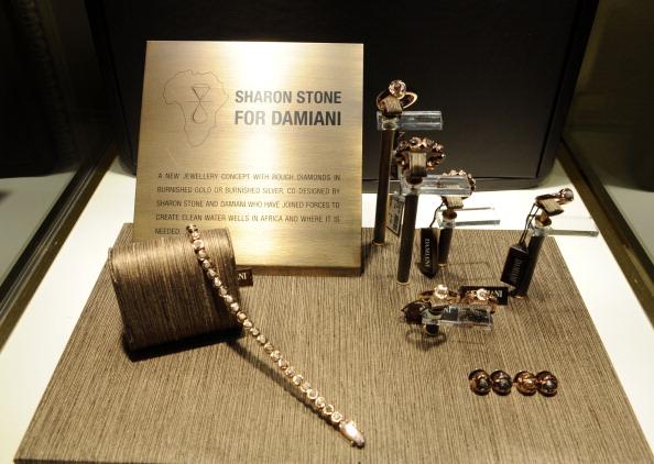 Актриса Шэрон Стоун совместно с брендом Damiani представила коллекцию ювелирных украшений Maji, 30 ноября, Беверли-Хиллз, Калифорния. Фото: Frazer Harrison/Getty Images