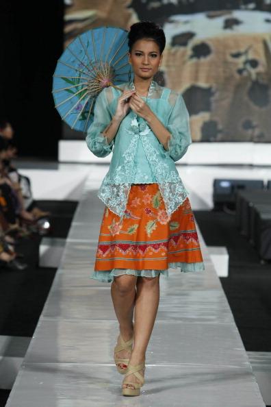 Презентация коллекции от  Siti Haida  на Неделе моды 2010 в Джакарте. Фото: Ulet Ifansasti/Getty Images for Jakarta Fashion Week
