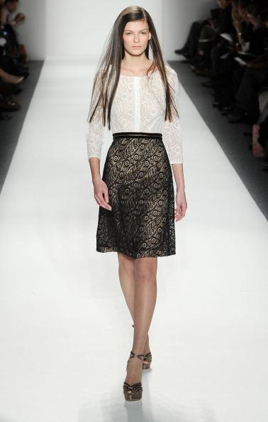 Коллекция  Tadashi Shoji на Неделе моды Mercedes Benz Fashion Week 2011, 10 февраля 2011,  Нью-Йорк. Фото: Frazer Harrison/Getty Images