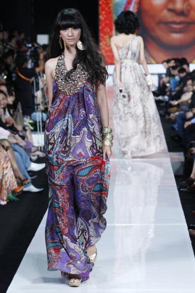 Презентация коллекции  Ina Thomas на Неделе моды 2010 в Джакарте. Фото: Ulet Ifansasti/Getty Images for Jakarta Fashion Week