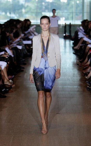 Коллекция от Lisa Ho на австралийской Неделе моды весна-лето 2010/11. Фото: Lisa Maree Williams/Getty Images