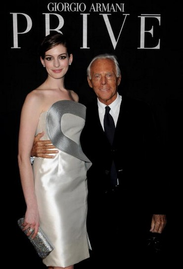 Дизайнер Giorgio Armani и актриса Anne Hathaway . Фото: Pascal Le Segretain/Getty Images