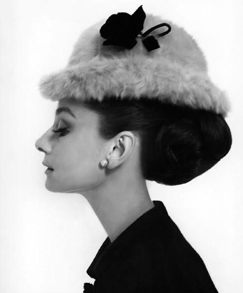 Королева шляпок - Одри Хепберн. Фото с kanzhongguo.com