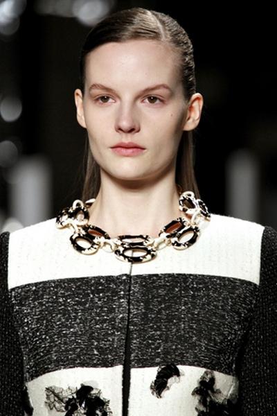 Модный тренд осень-зима 2011-2012: массивные ожерелья. Фото: pulse-fashion.ru