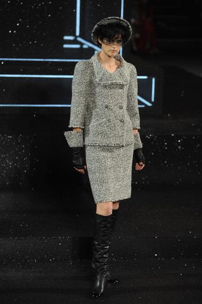 Показ осеннее-зимней коллекции Chanel Haute Couture Fall/Winter 2011/2012  на Неделе Высокой моды в Париже. Фото: Pascal Le Segretain/Getty Images Entertainment