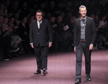 Дизайнеры дома Lanvin Alber Elbaz (слева) и Lucas Ossendrijver (спарава). Фото: PIERRE VERDY/AFP