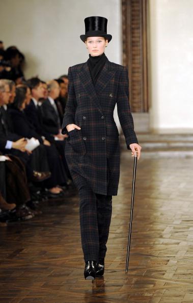 Классика от Ralph Lauren сезона осень 2012 на Mercedes-Benz Fashion Week. Фото:  Frazer Harrison/Getty Images