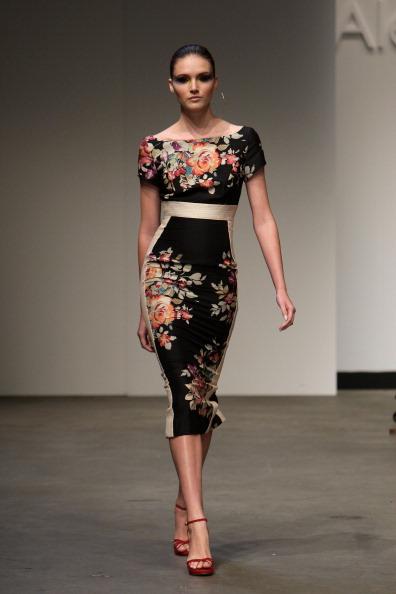 Платья длиной ниже колена