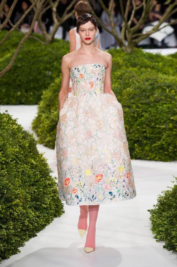 Мода весна-лето 2013: цветочный принт и аппликации. Фото: fashionising.com